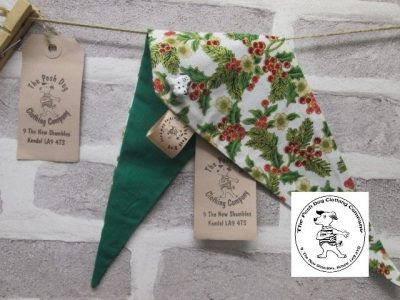 the posh dog clothing company Christmas bandannas med holly green1