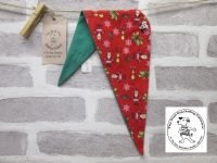 the posh dog clothing company Christmas bandannas med small red icons green 1